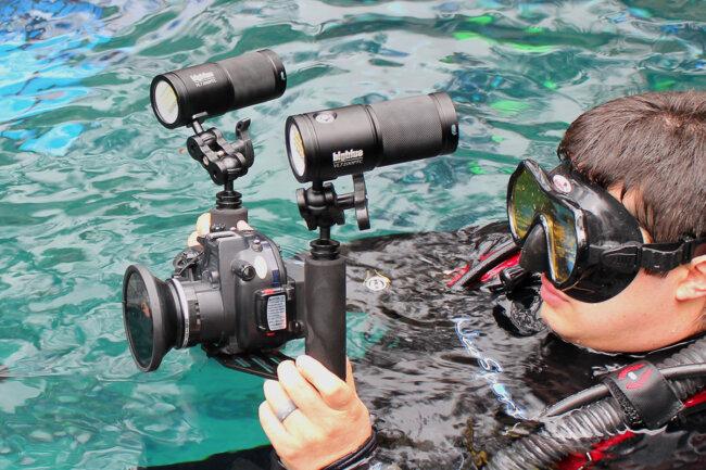 Bigblue dive lights diver using camera and lights